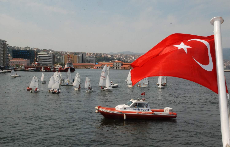 Rekabetçi Türkiye'nin Yolu Denizlerden Geçiyor
