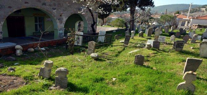 Aliağa'nın Tarihi Camileri Ve Mezar Taşları