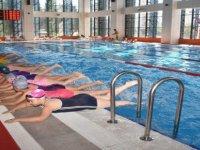 Yarı Olimpik Havuz Her Mevsim Hizmet Veriyor